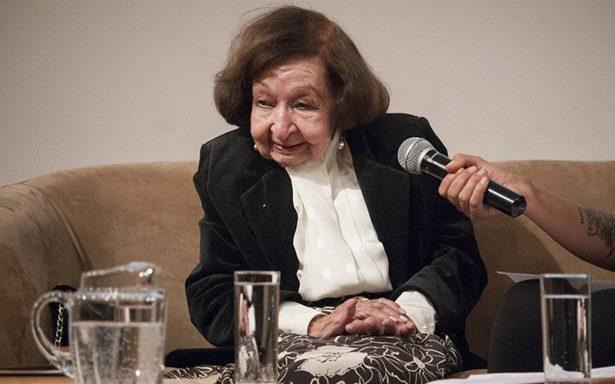 Amparo Dávila vive la escritura a sus 90 años; prepara poemas y semblanzas