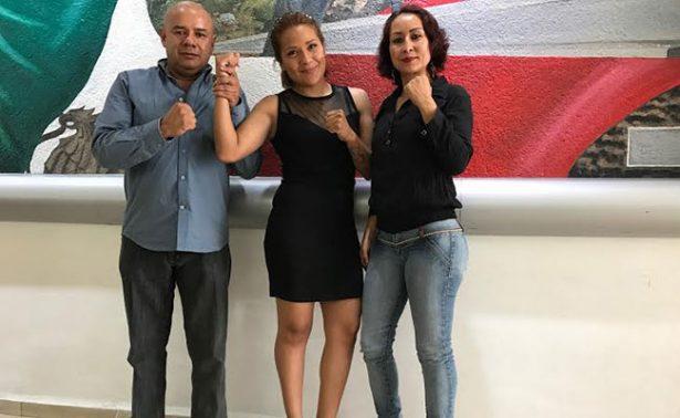 Lupita Martínez goza su campeonato del WBC
