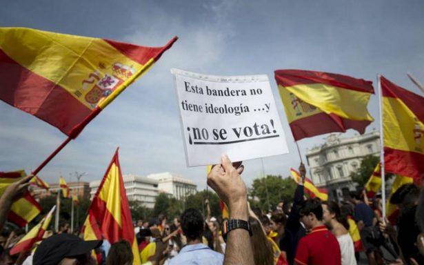 Miles piden unidad de España en víspera de referéndum catalán