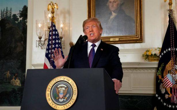 """Trump defiende su anuncio de """"Misión Cumplida"""" por ataque en Siria"""