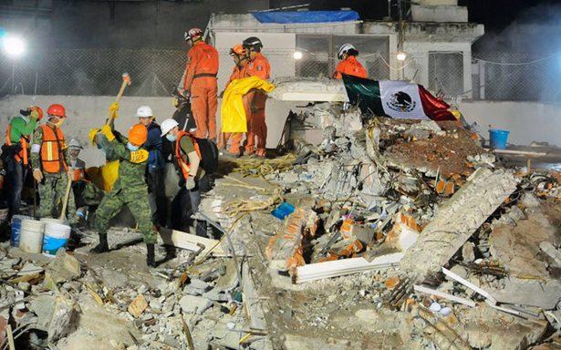Así trabajan los ciudadanos y rescatistas: los héroes tras el sismo