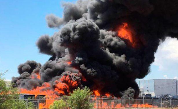 Fuerte incendio consume fábrica de rines en Chihuahua