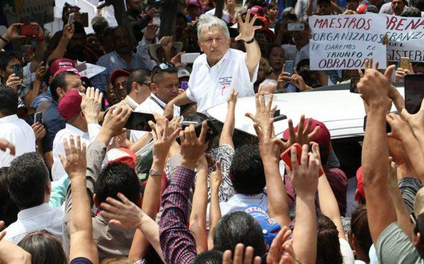 """AMLO promete becas y apoyo a educación: """"becarios sí, sicarios no"""""""