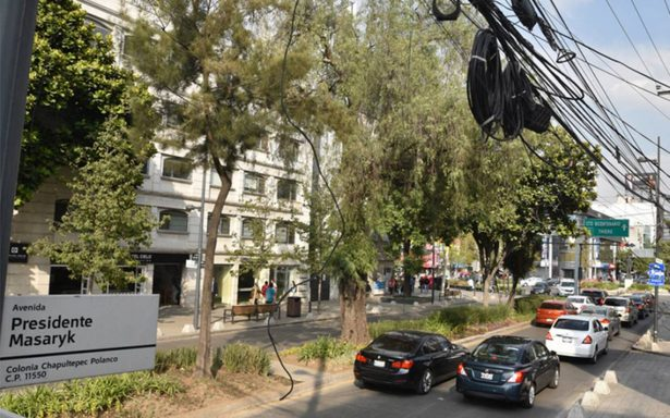 Retiran cableado aéreo en Masaryk