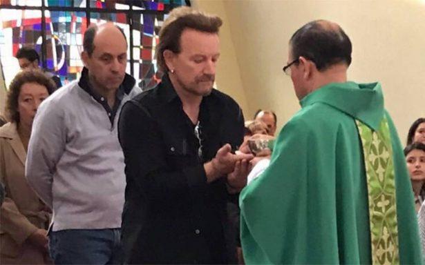 Tras concierto en Bogotá, Bono asiste a misa y comulga