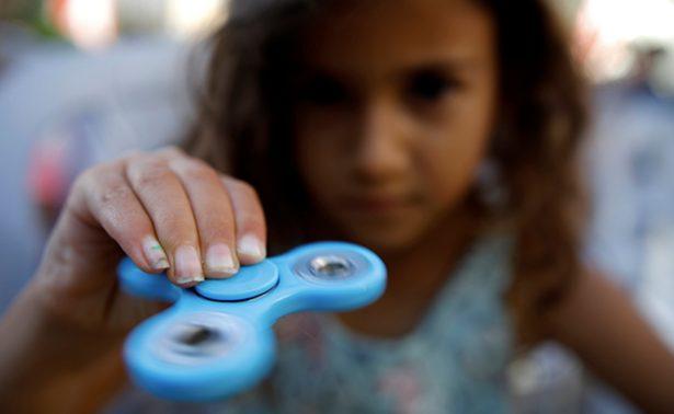 """Spinners, el juguete de moda que """"enloquece"""" a los capitalinos"""
