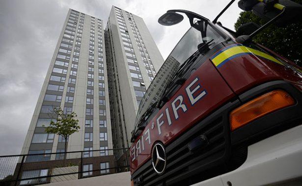 Evacúan edificios en Londres tras fallos en seguridad contra incendios