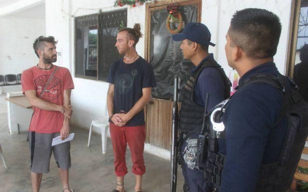 Activistas franceses denuncian a policías de Veracruz por presunto robo