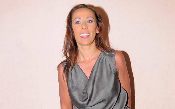 """Consuelo Duval posa en topless y la llaman """"golosa"""""""
