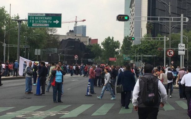 Electricistas bloquean Reforma e Insurgentes por incumplimiento de pago