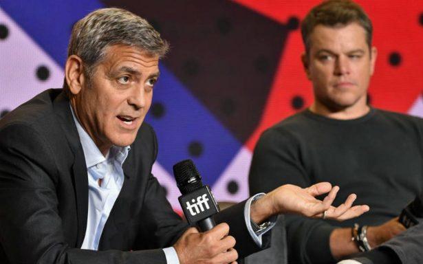 """Clooney y Damon lanzan con film """"Suburbicon"""", su cruzada contra el racismo"""
