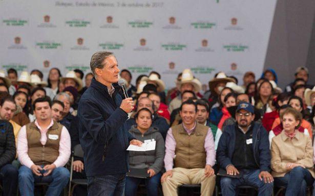 Entregan apoyos a los campesinos mexiquenses