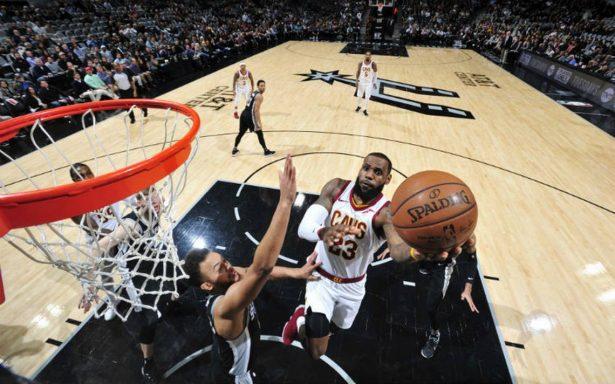 LeBron James alcanza los 30 mil puntos en la NBA