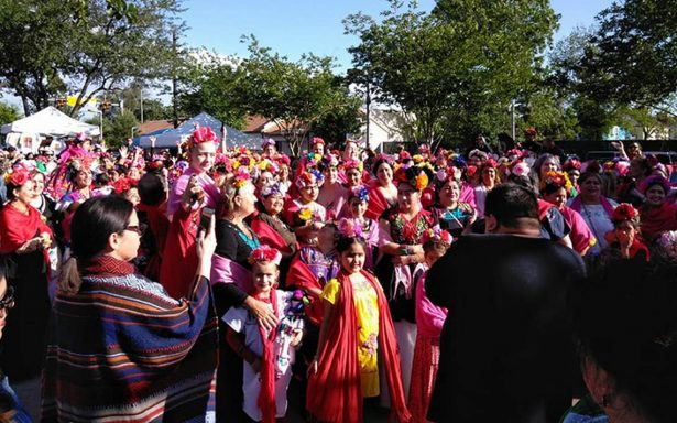 Más de 250 mujeres vestidas como Frida Kahlo buscan récord mundial en Houston
