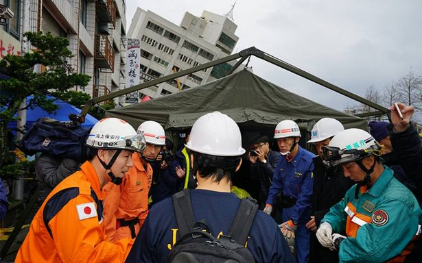Suben a 10 los muertos por sismo en Taiwan; continúa rescate de 7 desaparecidos
