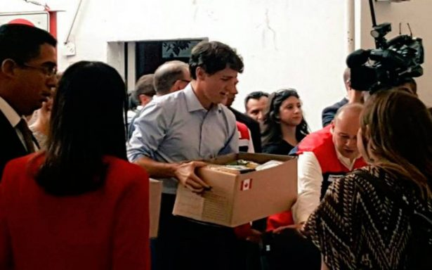 Trudeau ayuda a armar despensas de Cruz Roja Mexicana para damnificados por sismo