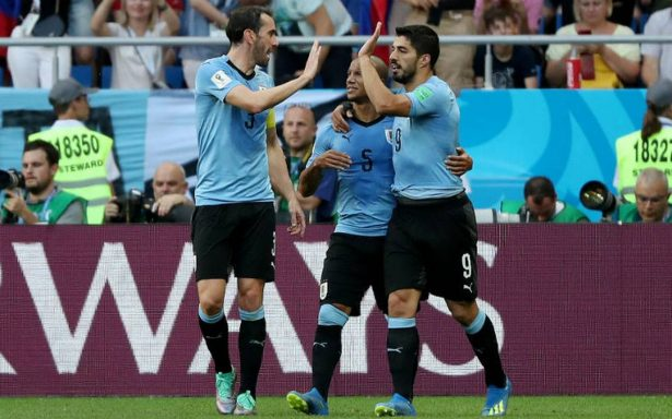 Gol de Suárez clasifica a Uruguay y Rusia para octavos de final