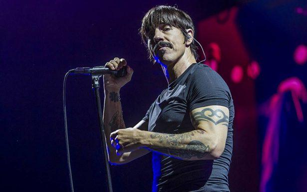 Red Hot Chili Peppers recuerdan a víctimas de sismo en su concierto por México