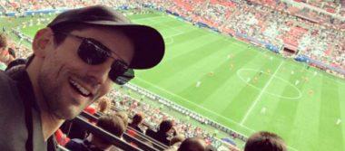 Reaparece Chava Iglesias en el México-Rusia, tras robar playera de CR7