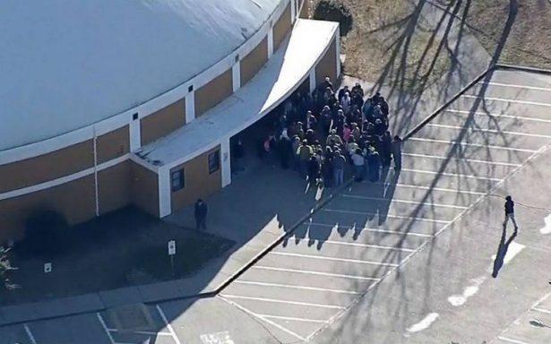 Iniciando clases, estudiante dispara contra una compañera en Texas