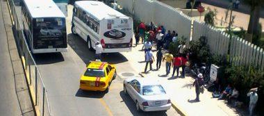 Normalistas secuestran autobuses y bloquean Ciudad Administrativa