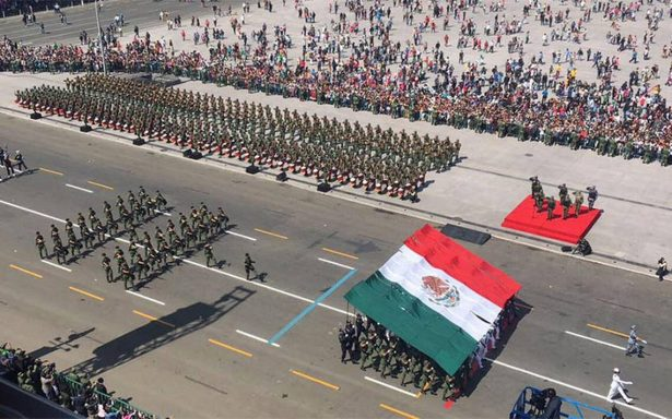 Concluye desfile militar por el 207 aniversario de la Independencia de México