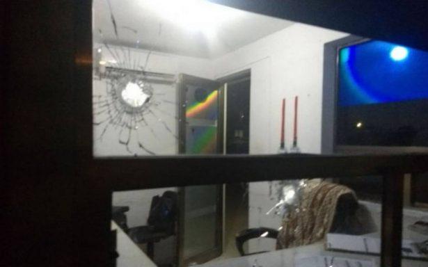 Atacan a balazos fachada del periódico La Jornada Maya