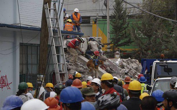 ¡Milagro de vida! Rescatan a 37 personas de los escombros de una fábrica