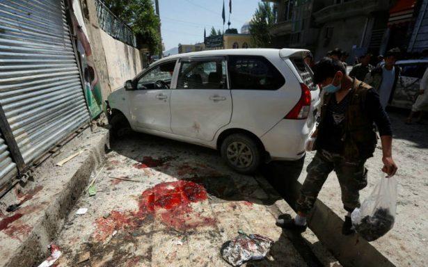 Casi 60 muertos deja atentado del Estado Islámico contra centro electoral en Kabul