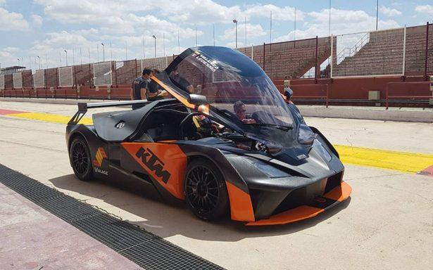 El piloto Antonio Ledesma ya inició los test en el circuito Motorland de Albacete, España
