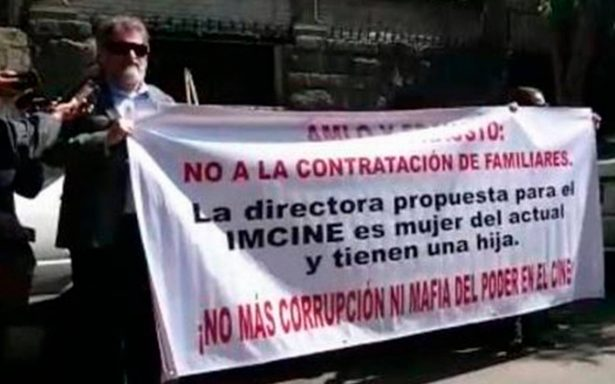 Cineastas protestan frente a oficinas de AMLO por designación de nuevo titular de Imcine