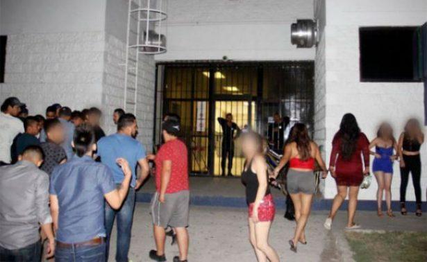 Armaron jóvenes fiesta en parque público en Ciudad Juárez
