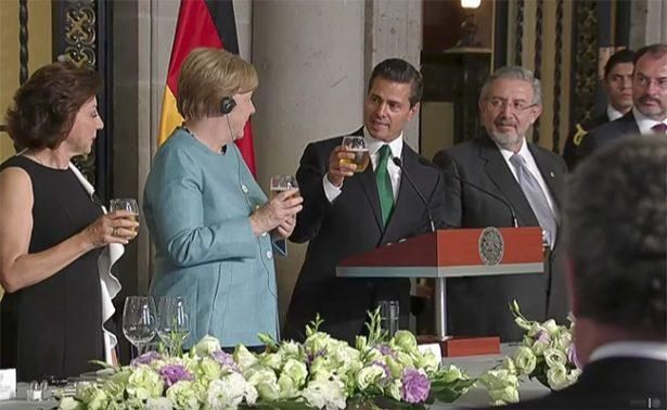 """EPN destaca brindis con cerveza pero Merkel duda de """"la pureza de la bebida"""""""