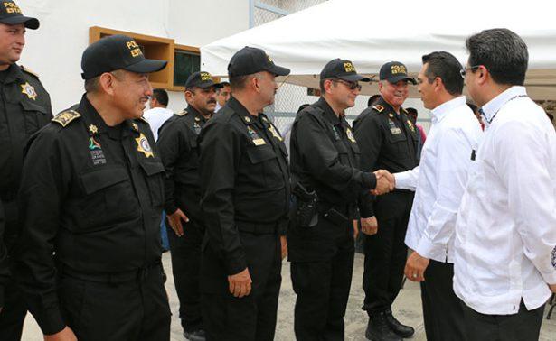 Equipan a policías de Campeche