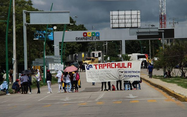 Estudiantes bloquean por más de cinco horas acceso a Tuxtla Gutiérrez