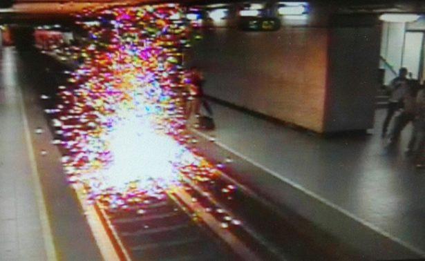 Vagonero cae a las vías en Bellas Artes y provoca corto circuito