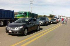 Bloqueo en carretera vía corta a Chihuahua y Pemex