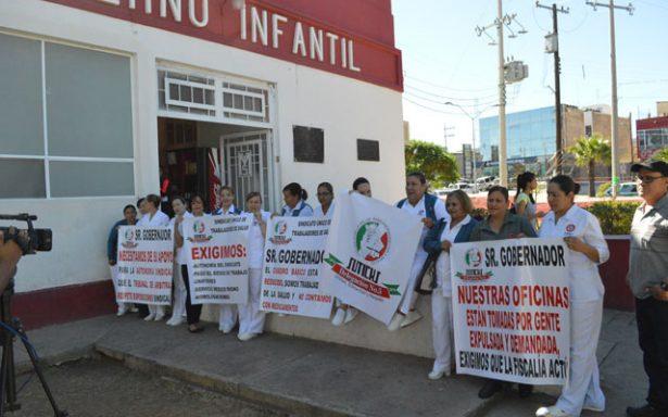 Reclaman enfermeras al Estado una solución a conflicto sindical