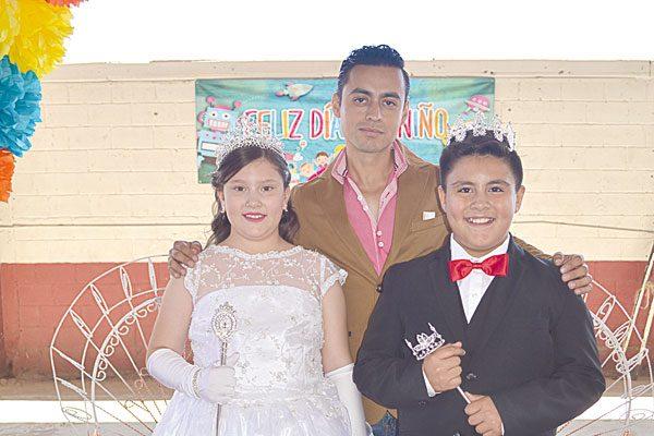Corona la Escuela Primaria Ángel Trías a sus Reyes del Día del Niño