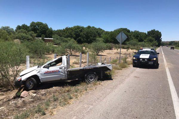 Vuelca una camioneta en la Vía Corta; sin heridos