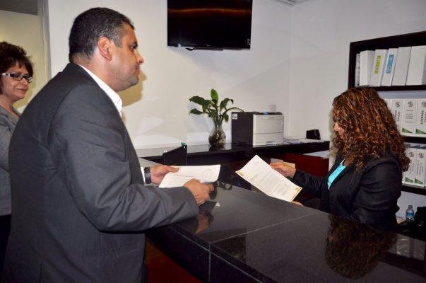 Entrega Alcalde exhorto a  Cámara de Senadores para declarar vacante Diputación Federal en este Distrito