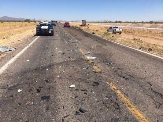 Aparatoso choque frontal de camión contra vehículo en la vía corta genera daños cuantiosos
