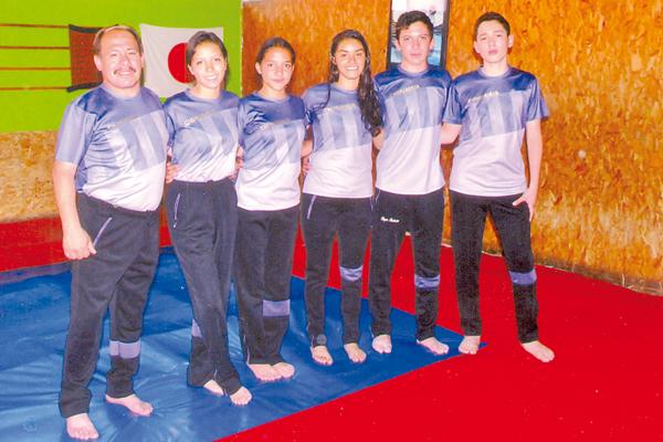EN LA foto, parte de la delegación del judo parralense que estuvo presente en la Olimpiada Nacional de la especialidad 2017.