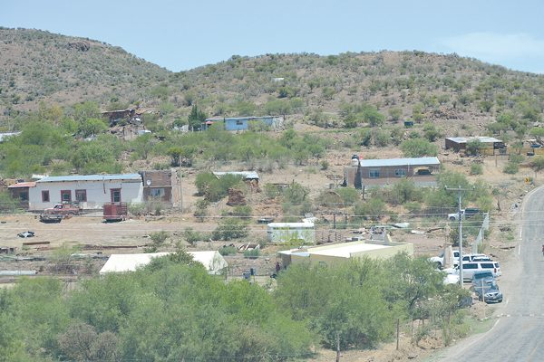 Vecinos de Villa Escobedo, Las Tinajas y Santa Elena viven en predios irregulares