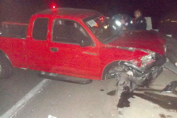 Hallan camioneta abandonada; se  impactó contra el Reloj Monumental