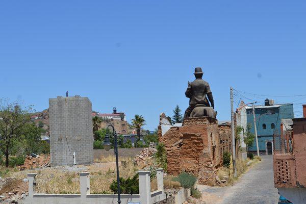 Compete al Estado determinar la reubicación de la gran estatua ecuestre