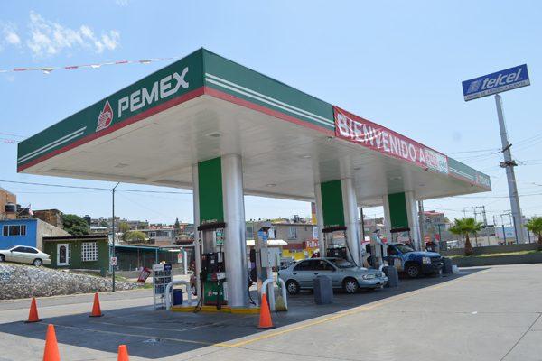 Compiten las gasolineras por venta del combustible con 4 centavos de diferencia
