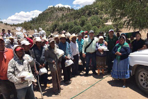 Alcalde de Balleza entrega  despensas a 5 mil familias
