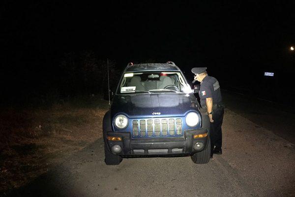 Detienen vehículo con reporte de robo en la carretera Parral-Jiménez