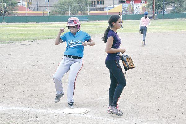 Deportivo Macías apaleó en softbol femenil